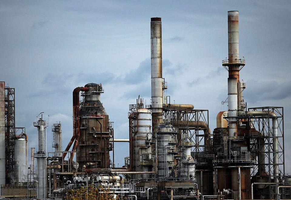 Kuwait backs call to extend oil output cuts
