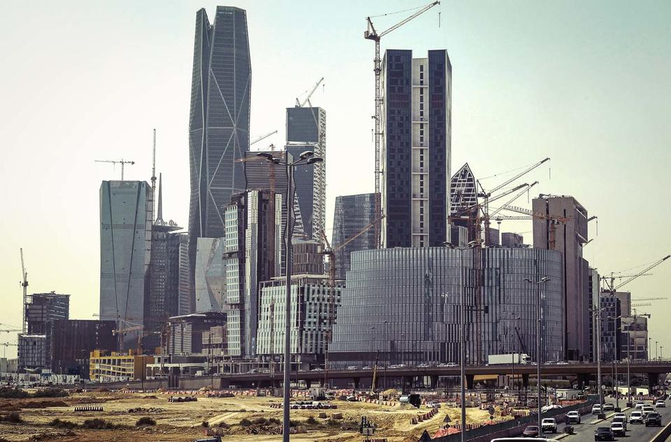 Construction project awards in KSA to drop by up to 40% this year