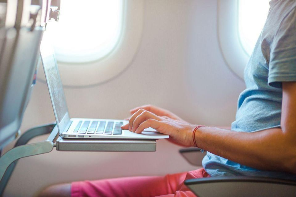 A list of airlines that offer free Wi-Fi
