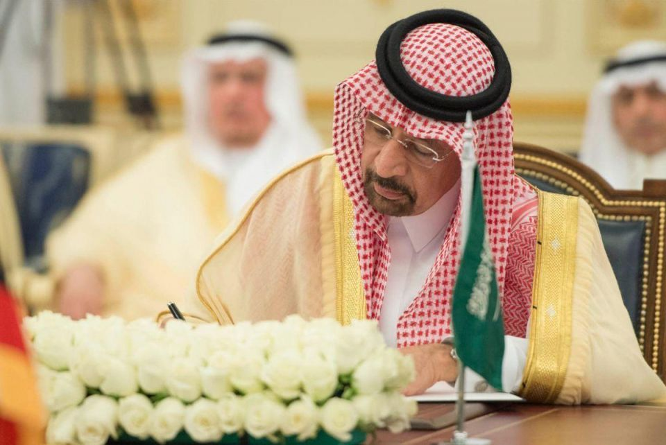 """Saudi says all """"on board"""" to extend oil cuts"""