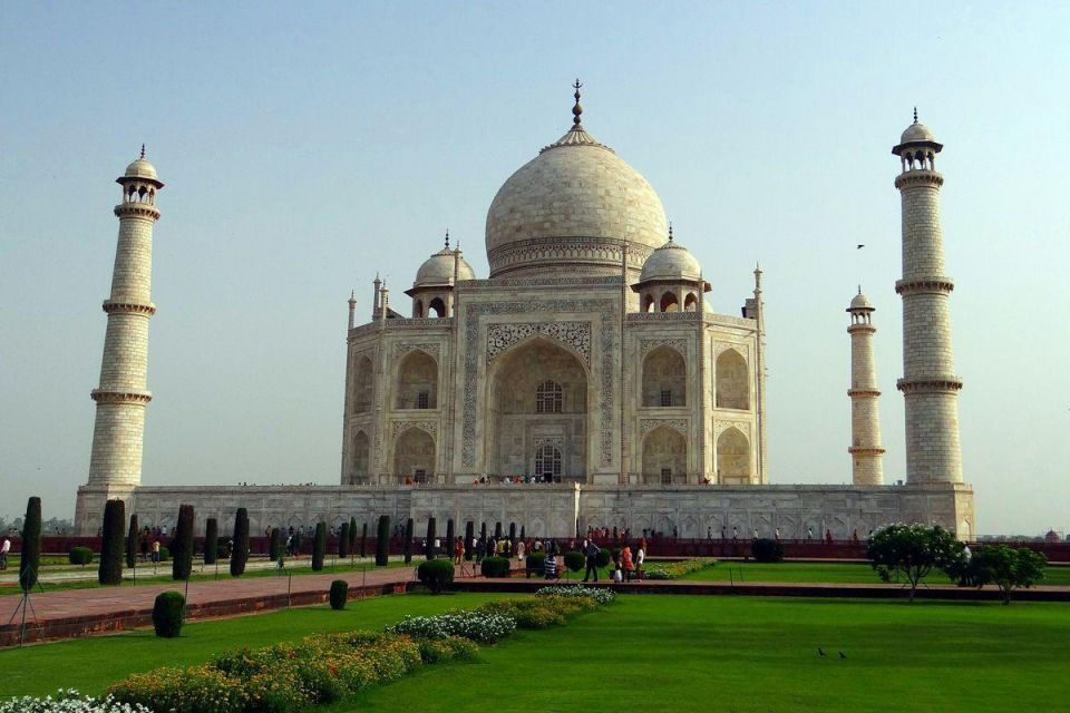 India rubbish mountain to rise higher than Taj Mahal