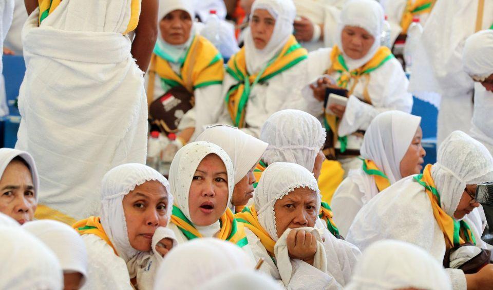 Two million pilgrims converge on Makkah for the hajj