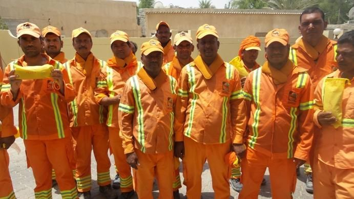 Dubai street cleaners get special cooling collars