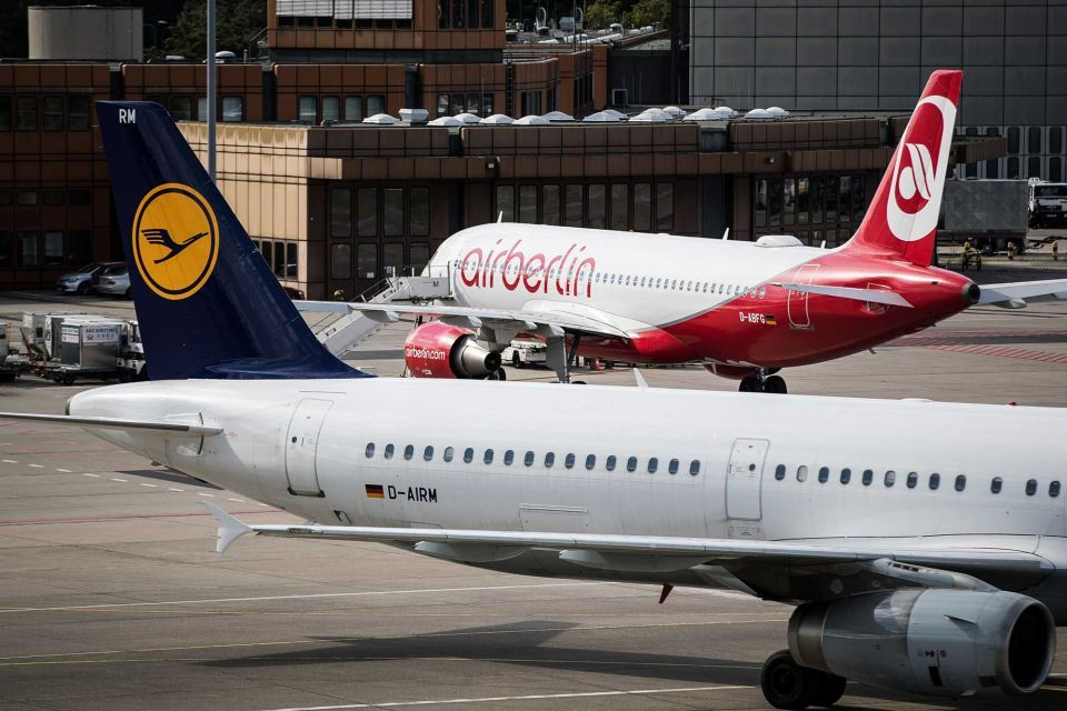 Lufthansa and EasyJet nose ahead in race for Air Berlin