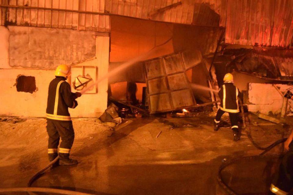 blaze-sweeps-through-warehouse-in-riyadh