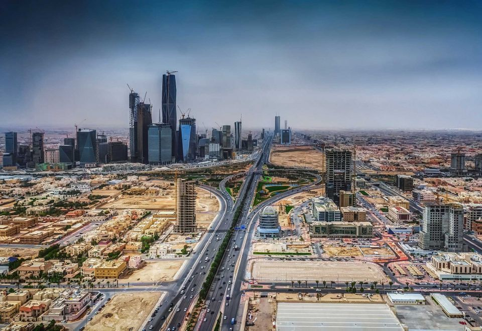 Trendy makeover for Saudi Arabia's delayed banking hub