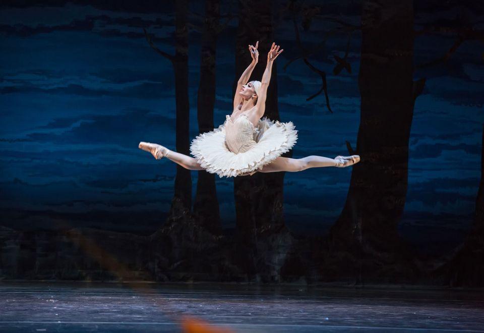 Swan Lake announced for Dubai Opera
