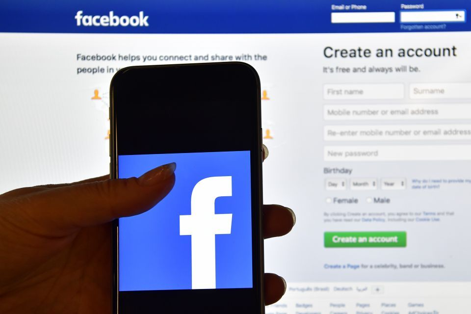 Facebook bans ads for Bitcoin trading sites