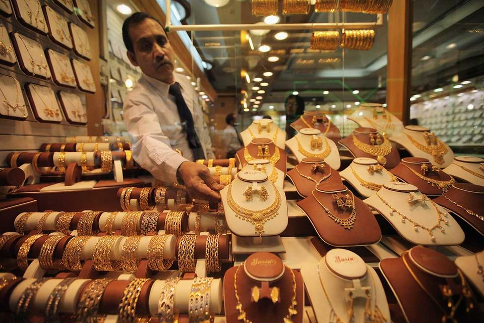 Gold rises to three-week high
