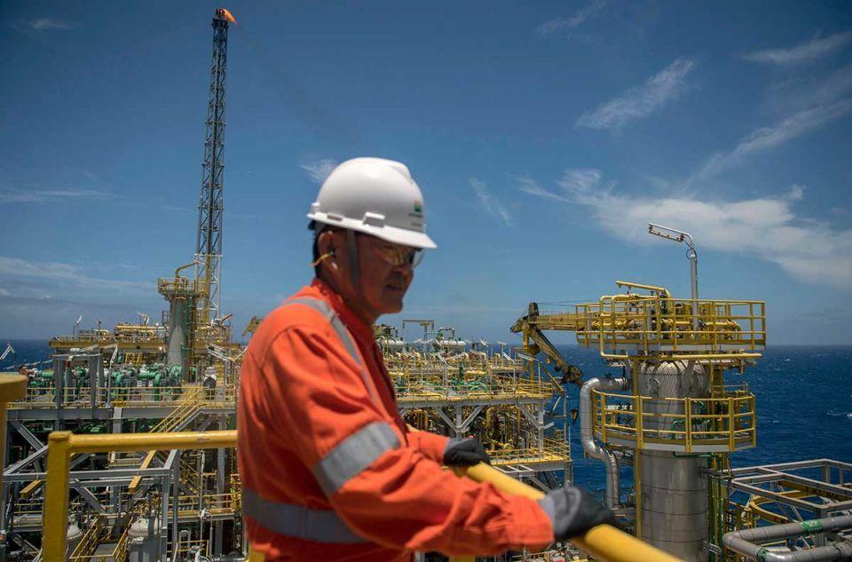 US shale surge offsets lowest Saudi oil imports since 1980s