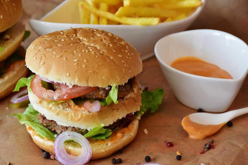 Saudi Arabia sets deadline for health drive in restaurants