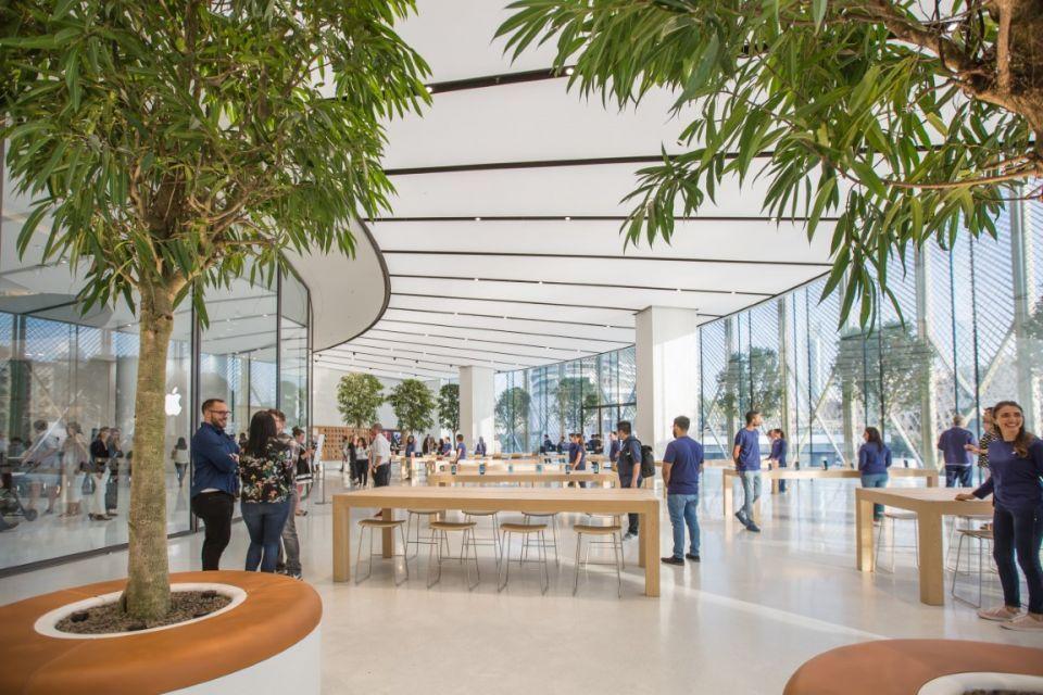 Apple advertises new jobs in the UAE