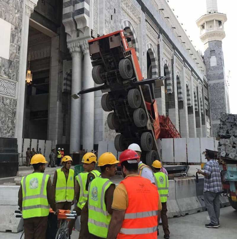 Crane collapses at Grand Mosque in Makkah