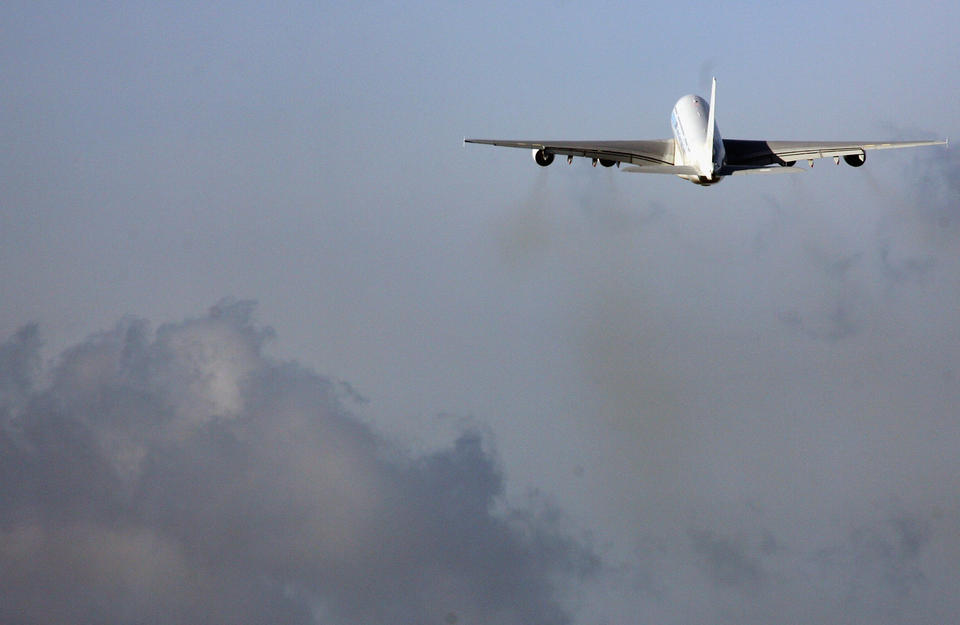 Gulf carriers continuing to fly over Iranian, Iraqi airspace