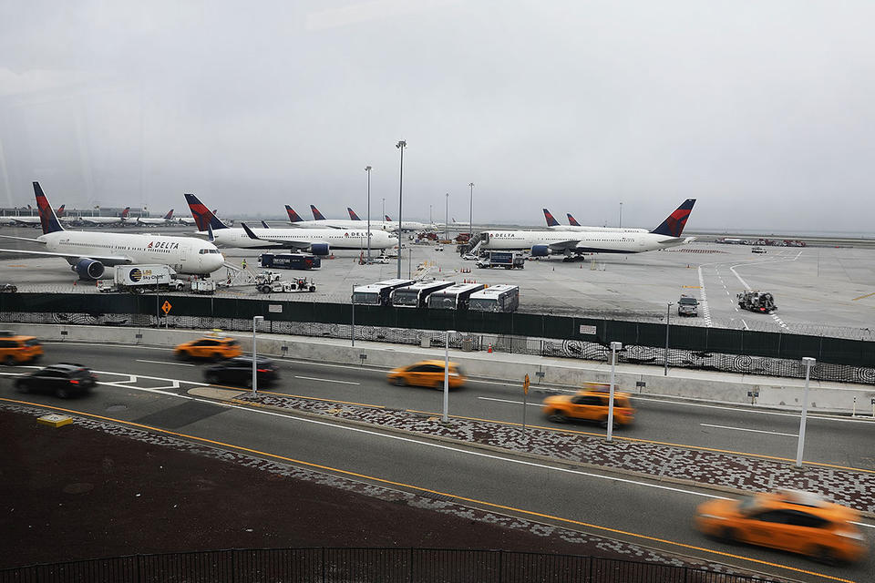 New York airport supervisor charged with taking bribe in Qatar airplane case