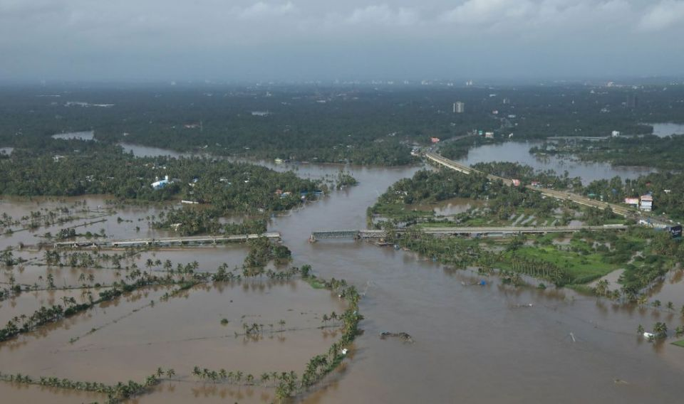 Kerala floods: More bodies found as toll hits 370