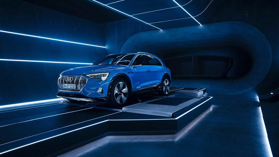 Gallery: Audi unveiled the fully electronic E-Tron SUV