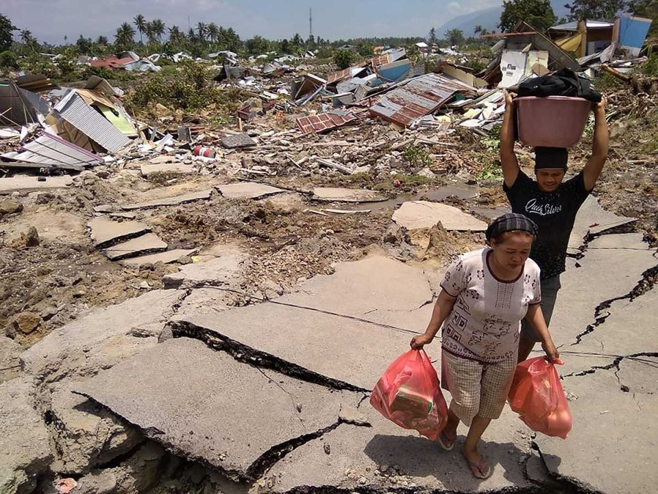 In pictures: Hundreds killed in Indonesia quake-tsunami