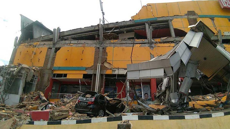 Indonesian air traffic controller hailed as quake hero