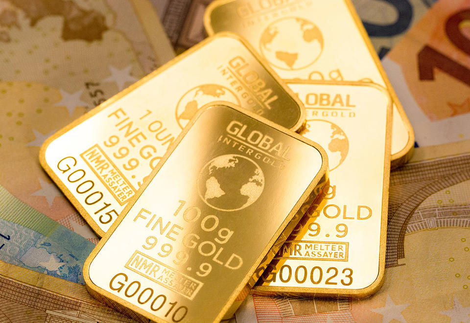 Gold price hits near-six year high, breaks $1,400 barrier