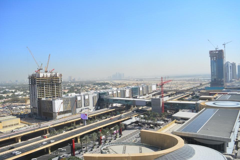 Emaar says set to open new Dubai Mall link bridges