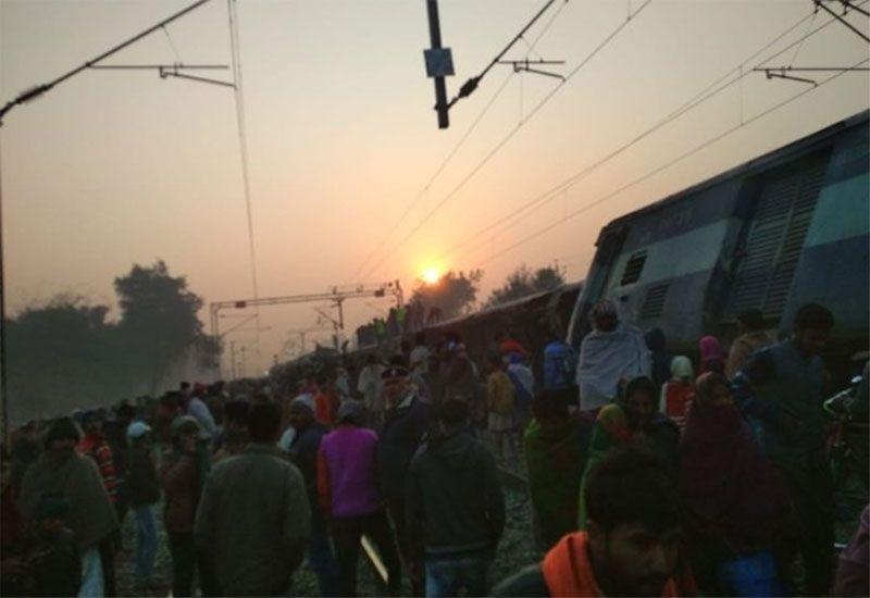 Indian train derails killing six