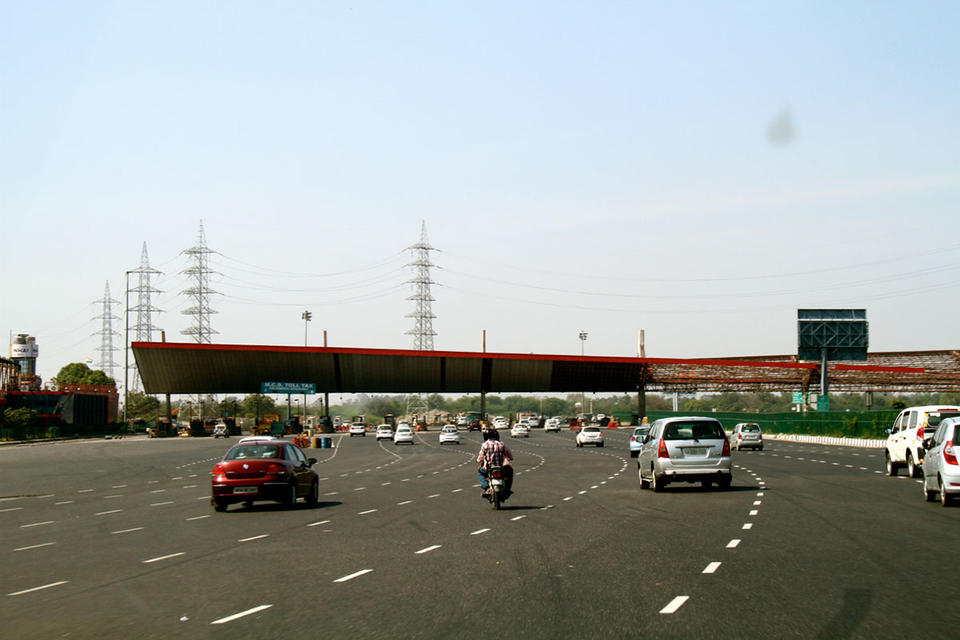 Essel said in talks to sell toll roads to India sovereign fund