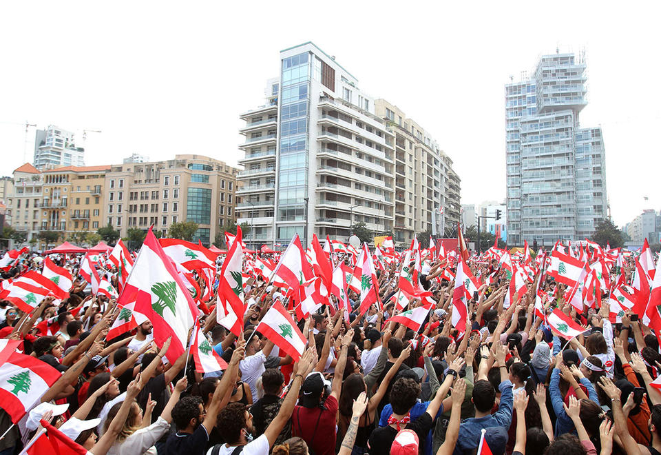 Lebanon banks reopen as protests ease