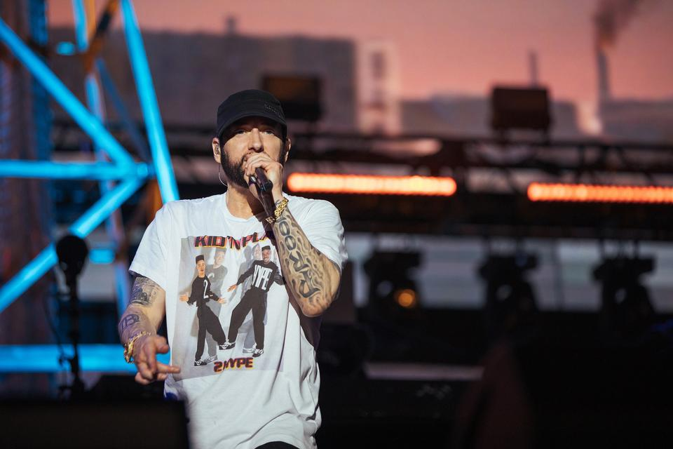 Eminem concert organisers blame fans without tickets for delays