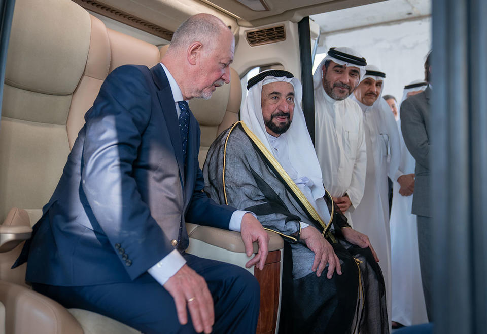 Trong ảnh: Người cai trị Sharjah kiểm tra dự án SkyWay