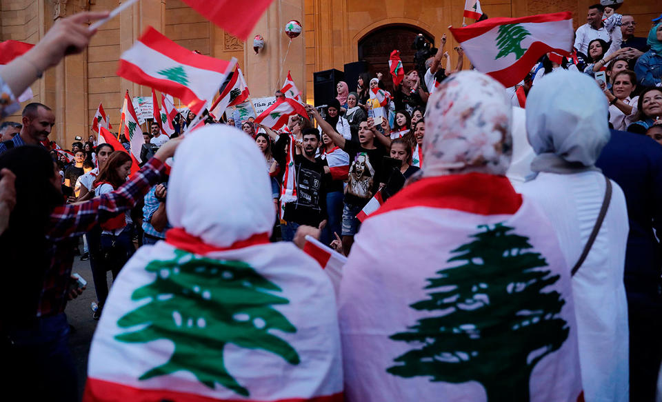 Lebanese protesters clash with police for second night