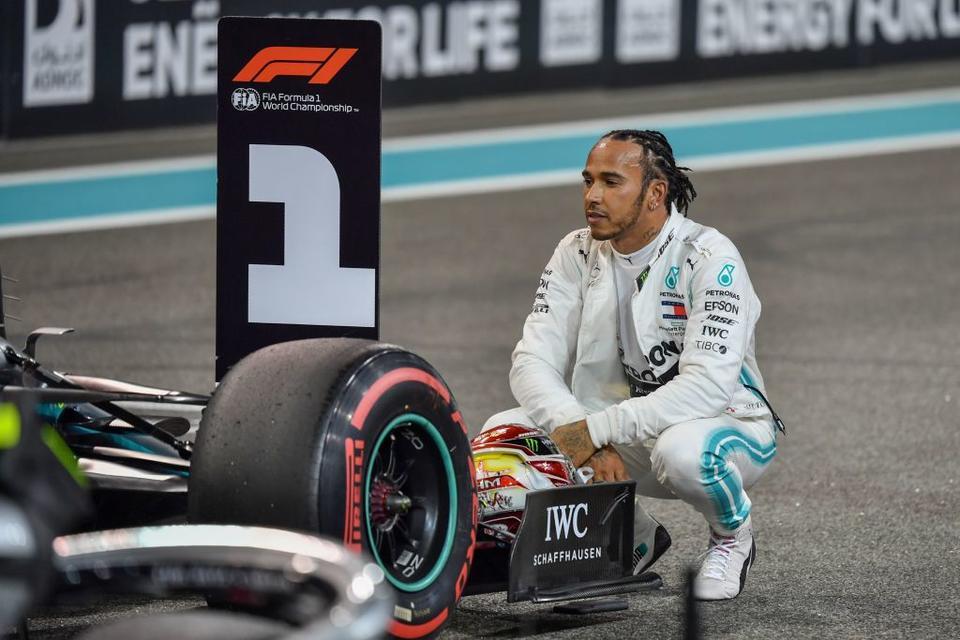 Lewis Hamilton takes pole position for Abu Dhabi Grand Prix