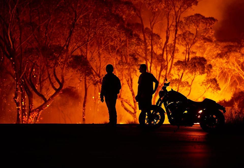 Etihad Airways waives flight change fees for Australians as bushfires rage