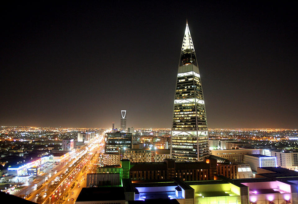 Saudi Arabia detains 298 gov't employees in corruption probe