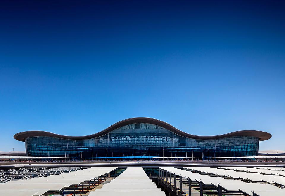 Abu Dhabi prepares 17,000 workers for Midfield Terminal opening