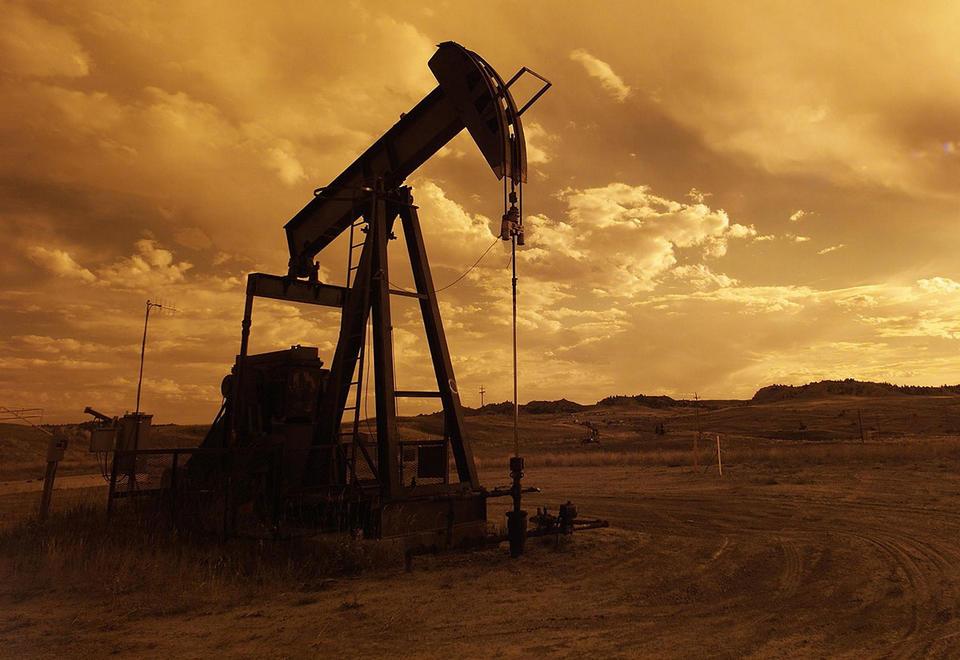 Oil drops 31% as Saudi-Russia price fight erupts