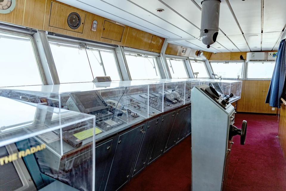 Dubai's QE2 opens the 'bridge' visitors