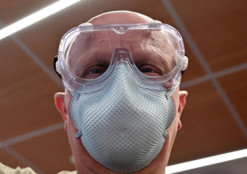 UAE warns against use of N-95 facial mask