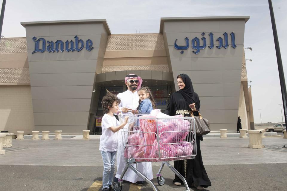 Saudi grocer BinDawood Holding to push ahead with IPO in Riyadh
