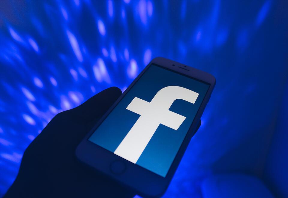 Facebook takes $5.7bn stake in India digital platforms