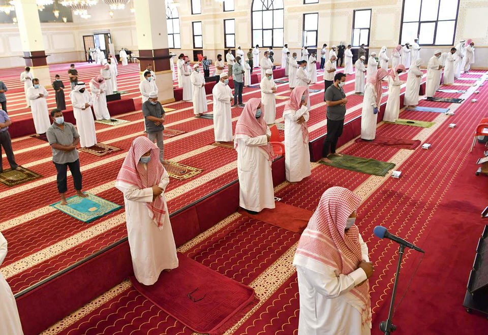 In pictures: Saudi Arabia reopens mosques for prayers