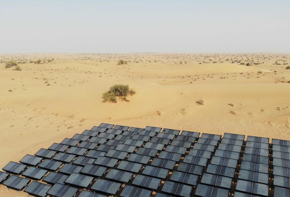 US tech firm turns Dubai desert air into bottled water