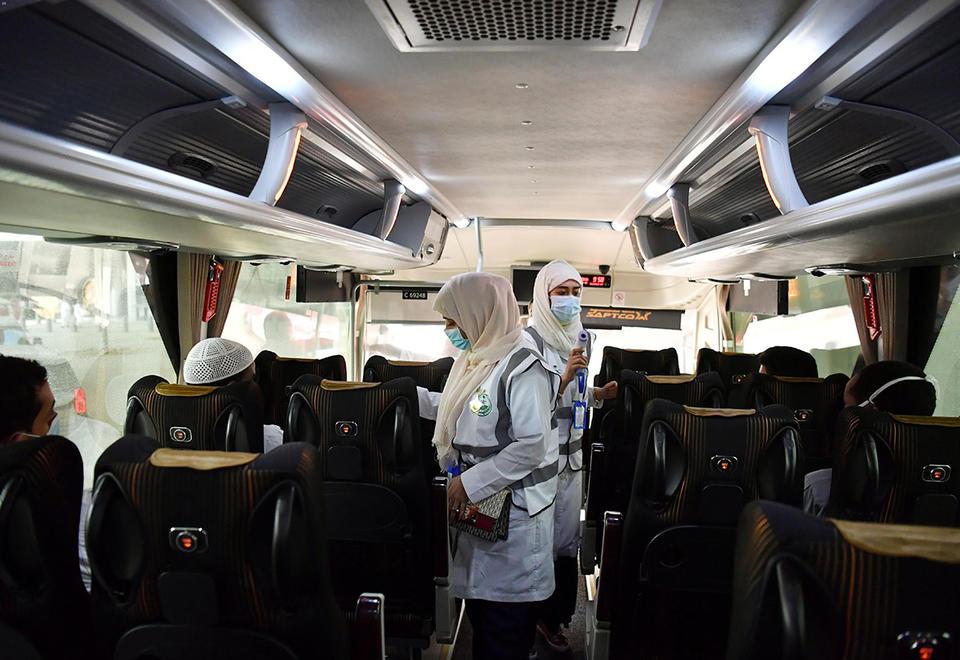 In pictures: Hajj pilgrims arrive in Makkah