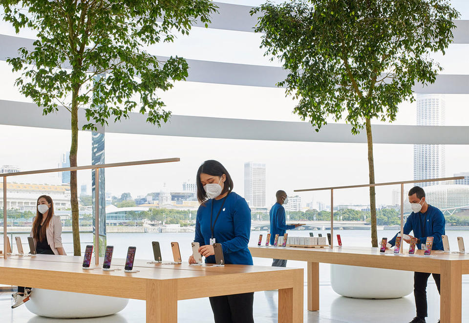 In pictures: World's first floating Apple store